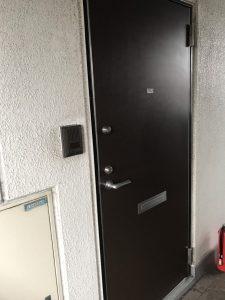 新根岸拾番館302 玄関